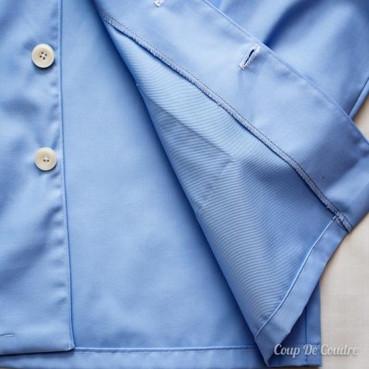 Finitions de la blouse d'écolier