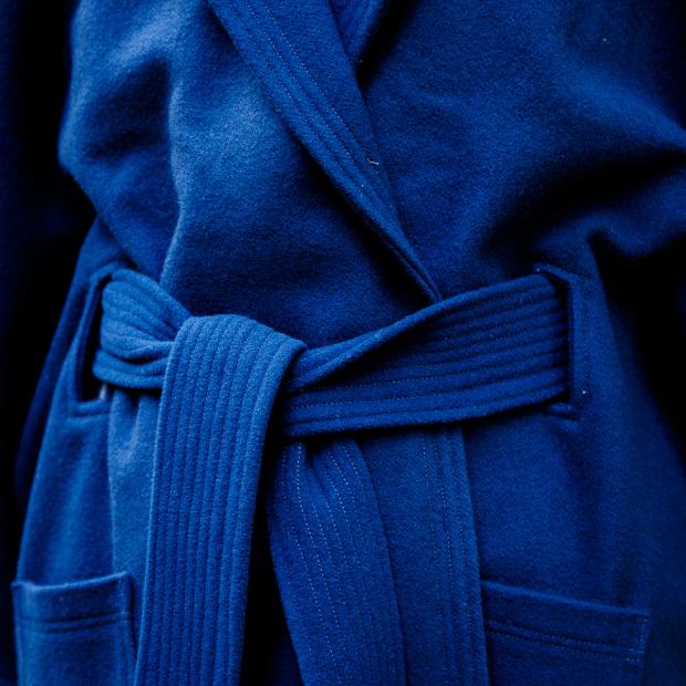 manteau cape surpiqures ceinture